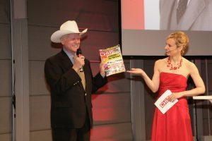 US-Schauspieler Larry Hagman, der Stargast des Abends, mit Moderatorin Radka Kaspar